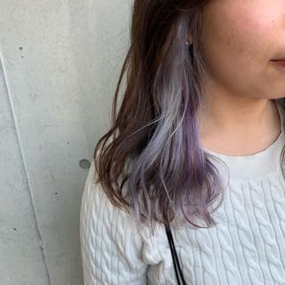 ハイトーン インナーカラー ハイライト セミロング ヘアスタイルや髪型の写真・画像
