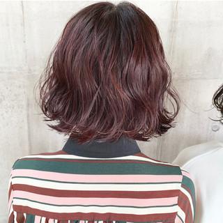 パープルカラー 切りっぱなしボブ ナチュラル ボブ ヘアスタイルや髪型の写真・画像