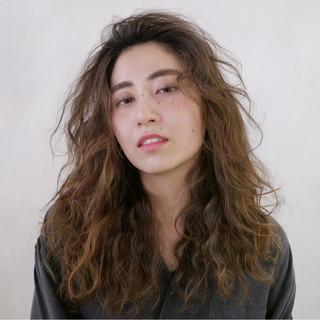 外国人風 色気 かっこいい かき上げ前髪 ヘアスタイルや髪型の写真・画像