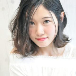 ミディアムパーマなしがかわいい♡清楚なナチュラルスタイルが人気!