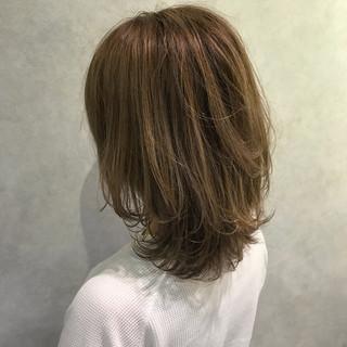 ブラウンベージュ ナチュラル ハイライト ミディアム ヘアスタイルや髪型の写真・画像