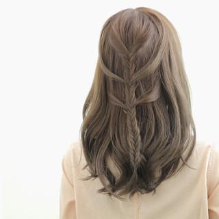 フィッシュボーン 外国人風 ロング ガーリー ヘアスタイルや髪型の写真・画像