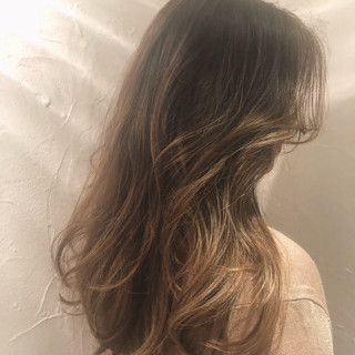ロング グレージュ グラデーションカラー バレイヤージュ ヘアスタイルや髪型の写真・画像