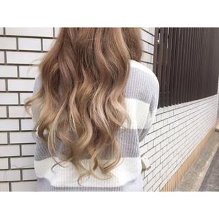 ベージュ ロング 渋谷系 グラデーションカラー ヘアスタイルや髪型の写真・画像