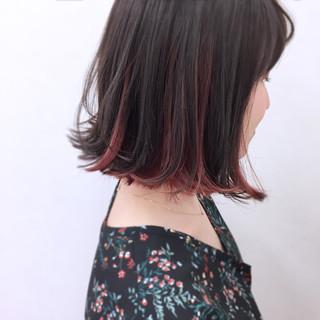 リラックス 外ハネ インナーカラー ストレート ヘアスタイルや髪型の写真・画像