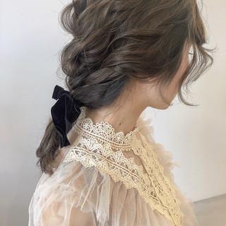 ミディアム ヘアアレンジ ベージュ 編みおろし ヘアスタイルや髪型の写真・画像 ヘアスタイルや髪型の写真・画像