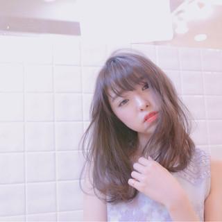 グレージュ フェミニン ミディアム パーマ ヘアスタイルや髪型の写真・画像