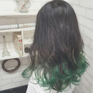 ストリート ロング カラーバター ゆるふわ ヘアスタイルや髪型の写真・画像