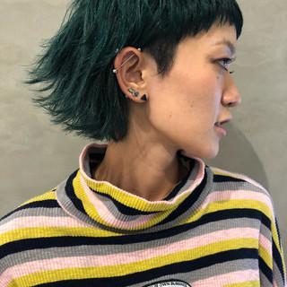 ウルフカット マッシュ ショート 外ハネ ヘアスタイルや髪型の写真・画像 ヘアスタイルや髪型の写真・画像