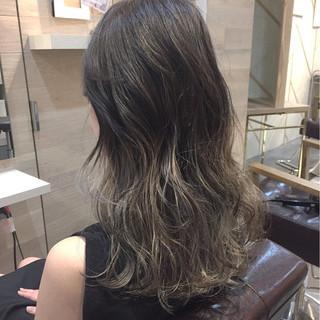 外国人風 ハイライト グレージュ ストリート ヘアスタイルや髪型の写真・画像