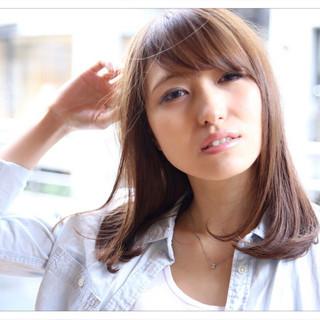 ベージュ アッシュ 前髪あり ミディアム ヘアスタイルや髪型の写真・画像