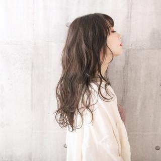 ミルクティーグレージュ 透明感カラー アンニュイほつれヘア ナチュラル ヘアスタイルや髪型の写真・画像