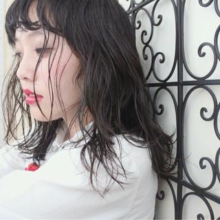 パーマ 外国人風 セミロング ナチュラル ヘアスタイルや髪型の写真・画像