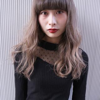 ミルクティー ヌーディベージュ ハイライト セミロング ヘアスタイルや髪型の写真・画像