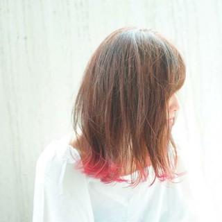 ミディアム ウェーブ 外ハネ アンニュイ ヘアスタイルや髪型の写真・画像