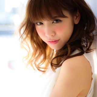 セミロング フェミニン 大人かわいい ハイライト ヘアスタイルや髪型の写真・画像