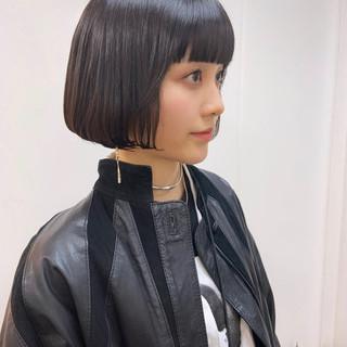 ベリーショート 切りっぱなしボブ モード ショートヘア ヘアスタイルや髪型の写真・画像