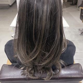 グラデーションカラー ナチュラル セミロング コントラストハイライト ヘアスタイルや髪型の写真・画像