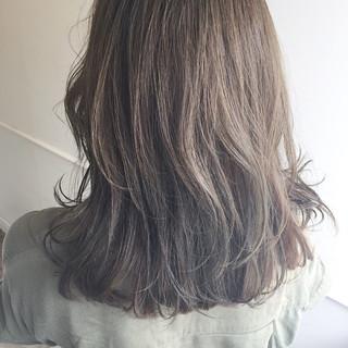 セミロング 秋 ナチュラル リラックス ヘアスタイルや髪型の写真・画像