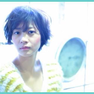 ショート フェミニン ゆるふわ 暗髪 ヘアスタイルや髪型の写真・画像