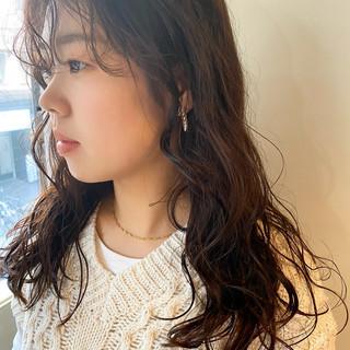 セミロング モード 韓国風ヘアー 前髪パーマ ヘアスタイルや髪型の写真・画像