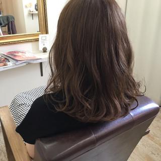 ミディアム アンニュイ 大人かわいい アッシュベージュ ヘアスタイルや髪型の写真・画像