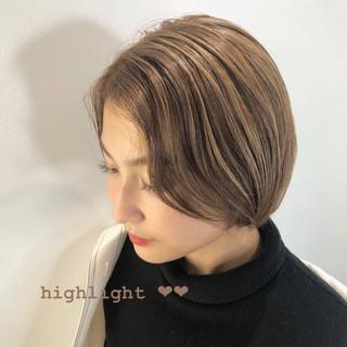 ナチュラル ショート ミルクティーベージュ 3Dハイライト ヘアスタイルや髪型の写真・画像