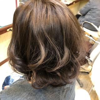 ボブ ハイライト グレージュ ナチュラル ヘアスタイルや髪型の写真・画像