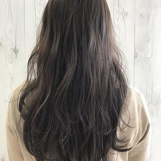 グレー 大人女子 ナチュラル 艶髪 ヘアスタイルや髪型の写真・画像