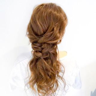 簡単ヘアアレンジ ロング バレンタイン エレガント ヘアスタイルや髪型の写真・画像