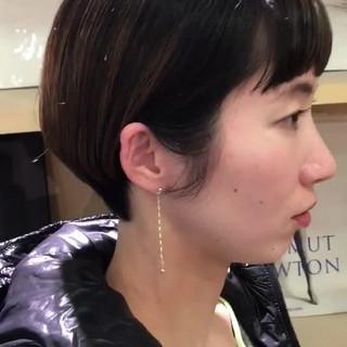 インナーカラー ショートボブ 前髪パッツン モード ヘアスタイルや髪型の写真・画像