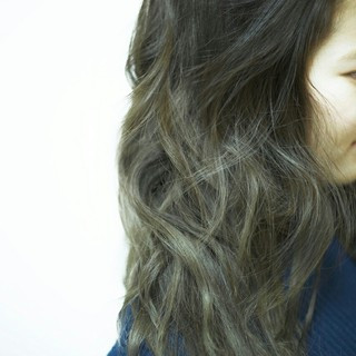 外国人風 デート ミルクティー アッシュ ヘアスタイルや髪型の写真・画像