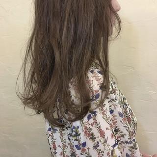 セミロング ブラウンベージュ 外国人風 グレージュ ヘアスタイルや髪型の写真・画像