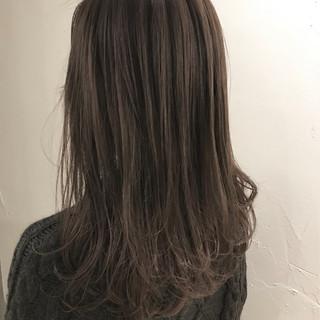 グレージュ セミロング ハイライト ナチュラル ヘアスタイルや髪型の写真・画像