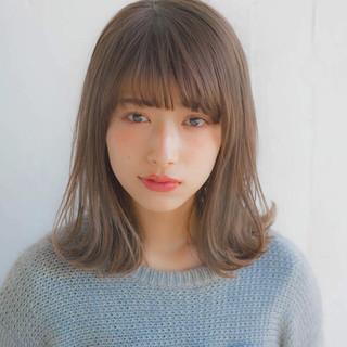 フェミニン ミディアム アンニュイほつれヘア 前髪 ヘアスタイルや髪型の写真・画像