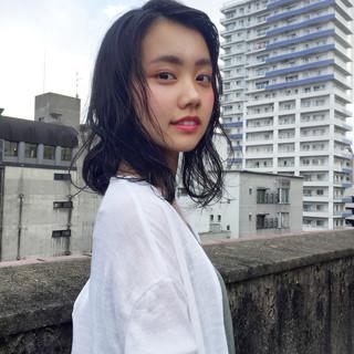 黒髪 セミロング パーマ ピュア ヘアスタイルや髪型の写真・画像