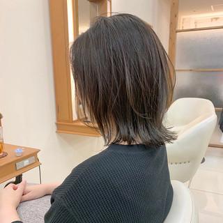 切りっぱなしボブ ナチュラル レイヤースタイル 外ハネ ヘアスタイルや髪型の写真・画像