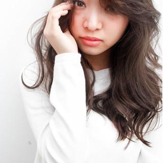 外国人風 暗髪 フェミニン 大人かわいい ヘアスタイルや髪型の写真・画像