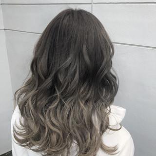 グレージュ グラデーションカラー ダークグレー ミディアム ヘアスタイルや髪型の写真・画像