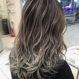 バレイヤージュ ロング ストリート ハイライト ヘアスタイルや髪型の写真・画像 ヘアスタイルや髪型の写真・画像