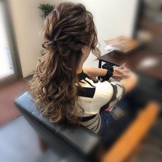 ヘアセット フェミニン ねじり セミロング ヘアスタイルや髪型の写真・画像