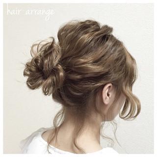 お団子 ヘアアレンジ 波ウェーブ ミディアム ヘアスタイルや髪型の写真・画像 ヘアスタイルや髪型の写真・画像