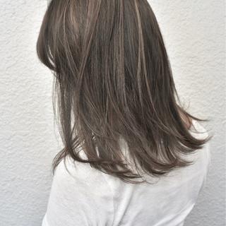 ベージュ 外国人風カラー ハイライト アッシュベージュ ヘアスタイルや髪型の写真・画像 ヘアスタイルや髪型の写真・画像