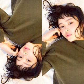 パーマ 暗髪 ガーリー 黒髪 ヘアスタイルや髪型の写真・画像
