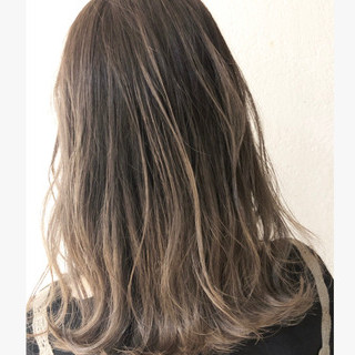グラデーションカラー バレイヤージュ ハイライト ミディアム ヘアスタイルや髪型の写真・画像