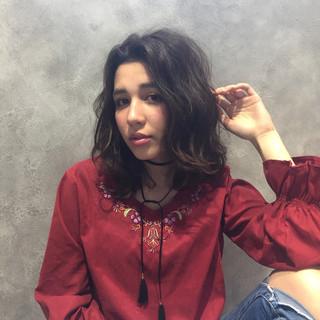ミディアム フェミニン 春 センターパート ヘアスタイルや髪型の写真・画像