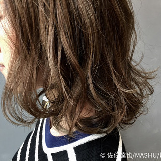 ゆるふわ ストリート アッシュ ハイライト ヘアスタイルや髪型の写真・画像