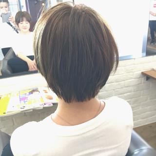 ショート 小顔 レイヤーカット リラックス ヘアスタイルや髪型の写真・画像