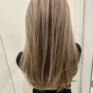 バレイヤージュ ハイライト コントラストハイライト セミロング ヘアスタイルや髪型の写真・画像