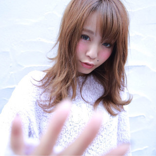 フェミニン ゆるふわ 大人かわいい 外国人風 ヘアスタイルや髪型の写真・画像 ヘアスタイルや髪型の写真・画像